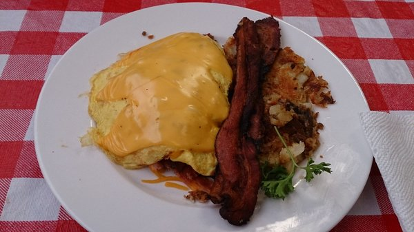 Main_Street_cafe_Omelet_with_cheese_ham_bacon_and_sausage[1]